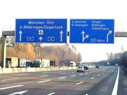 Advance guide signs for Autobahn crossing